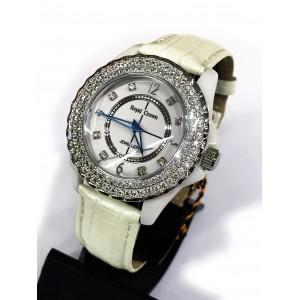 Reloj Royal Crown con Circonitas engastadas y esfera de acero y correa de cuero.